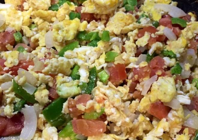 Huevo 🍳 con pico de gallo 🐔