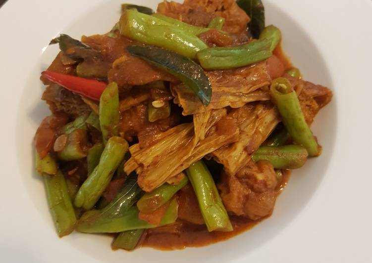 Bean dry curry with tofu skin