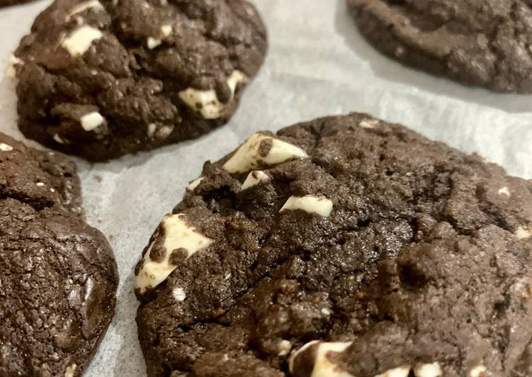 Soft & Chewy Chocolate Cookies