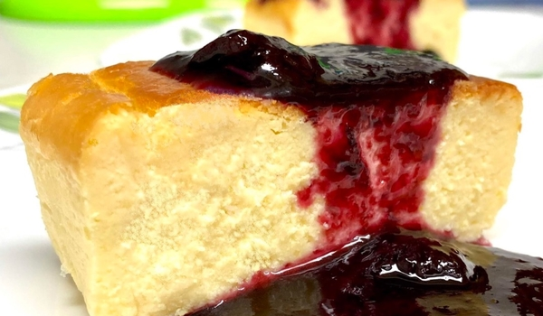 Baked Cheesecake & Blueberry Wine Sauce