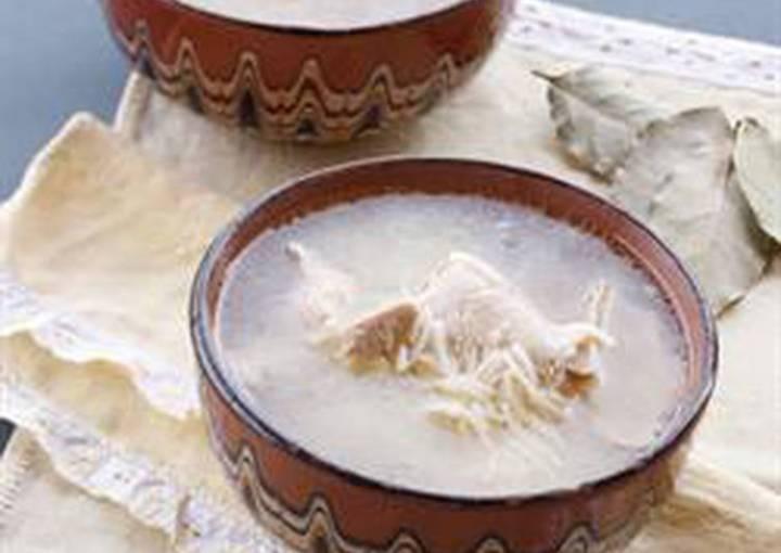 Chicken and vermicelli soup - shorbet djej