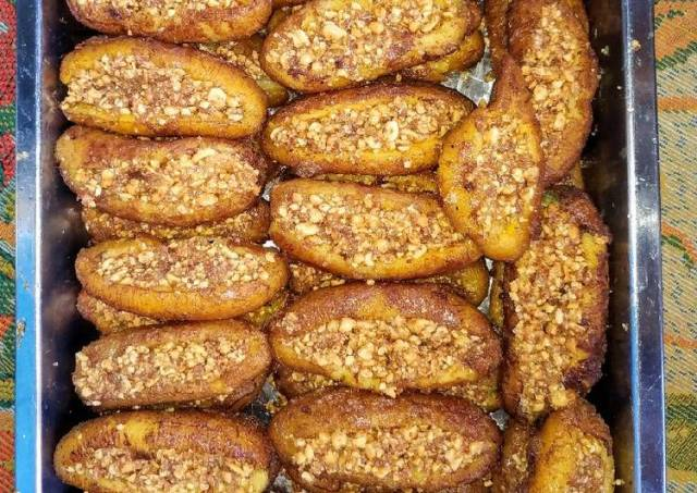 Sanggar Belanda (Pisang Goreng isi kacang)