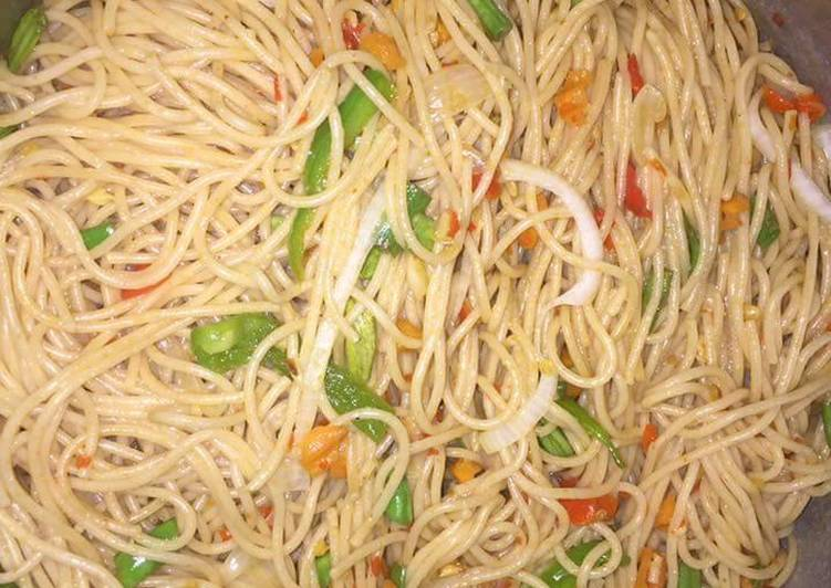 Spagetti with green pepper and carrots