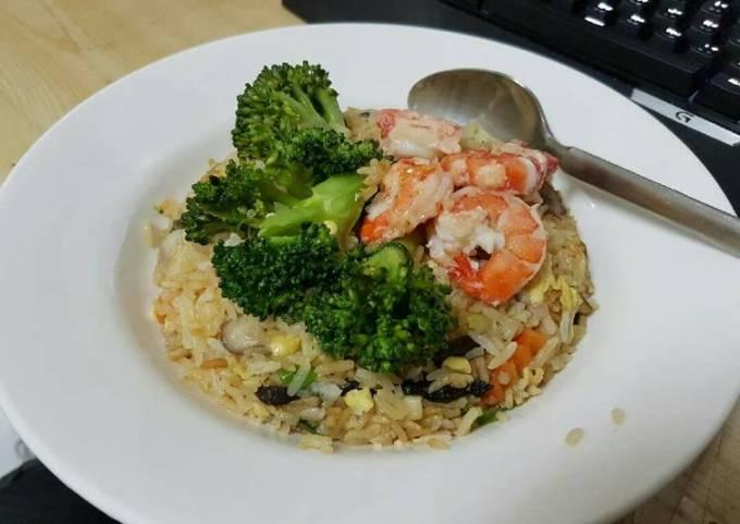 Mushrooms shrimp fried rice