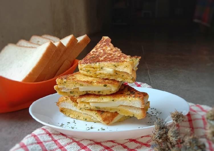 Korean Garlic Cheese Toast