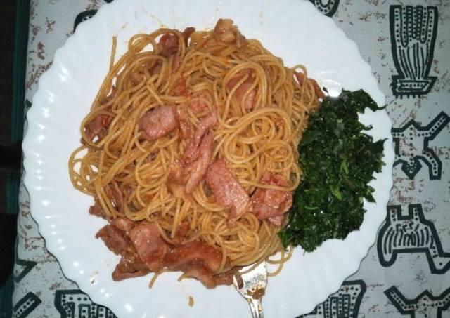Spaghetti all'amatriciana with mchicha