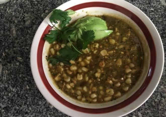 Sopa de elote en salsa verde