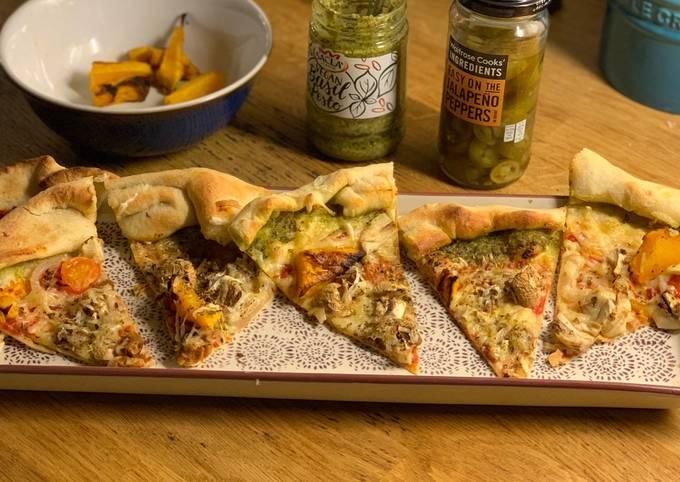 Pesto crust pizza 🍕