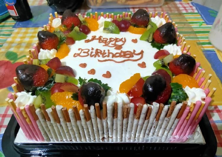 Birthday cake fruits topping