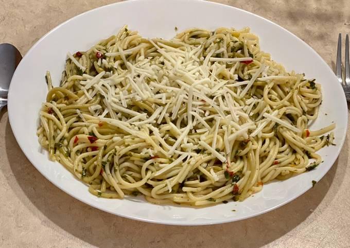 Scarlet's Aglio e Olio Spaghetti (Vegan) - From the movie Chef