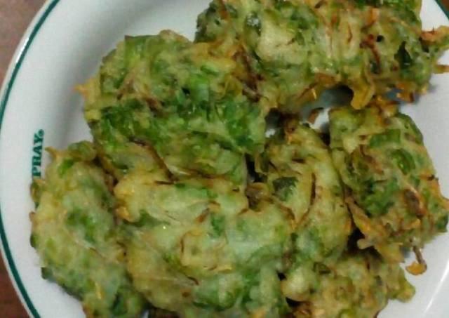 Bakwan goreng (selada + toge)