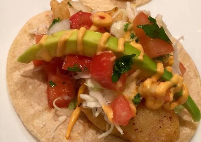 Tacos de Pescado con Aderezo de Mayonesa Picante