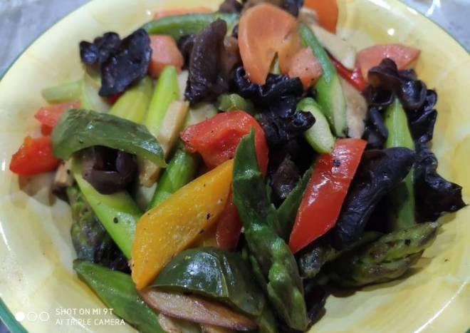 Stir fry Asparagus with black fungus