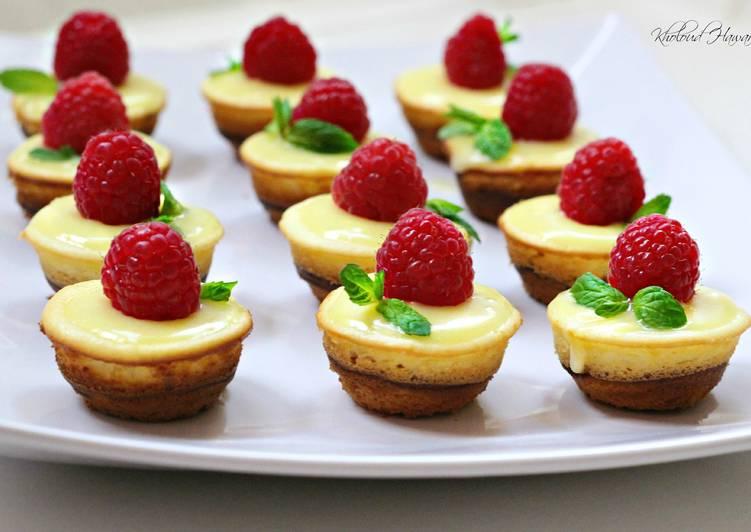 Mini Lemon Sponge Cheesecakes with Lemon Curd