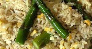 Nasi goreng sambal lado mudo isi asparagus hijau, ayam, dan telur