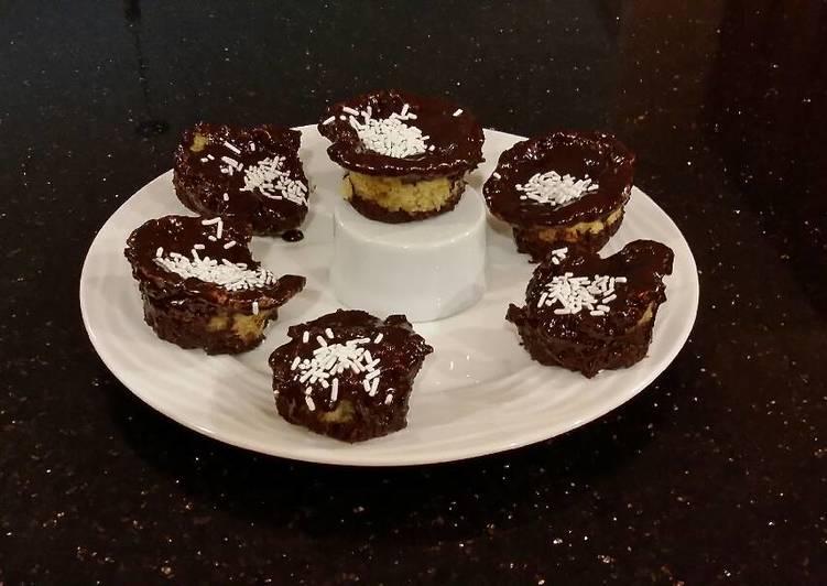 Brownie Bottom Vanilla Butter Cake Cupcakes