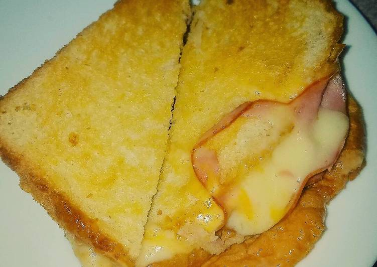 Easy Grilled Ham and Cheese Sandwiches