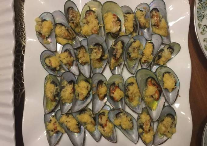 Easy and Simple: Baked Mussels (Tahong) with Garlic and Cheese