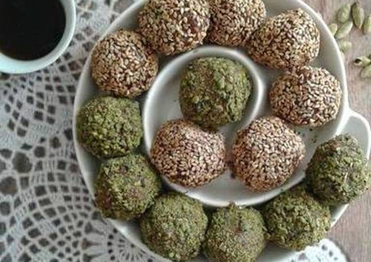 Dates and oats balls