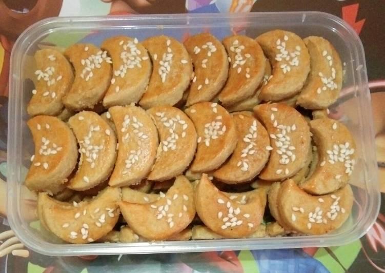 Kue kacang Fatmah Bahalwan
