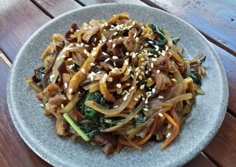 Korean Glass Noodles Stir Fry (Japchae:잡채)