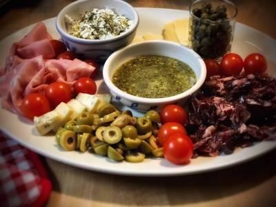 Receta de Antipasti y cena italiana