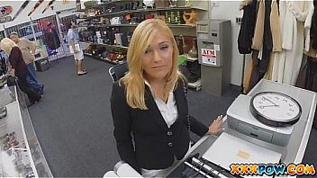 Bokep Sexy MILF banged and moans loud in pawn shop!