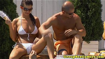 Bokep Seks Hungarian babe playing party game before bj
