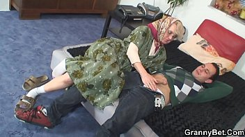 Bokep Old woman spreads legs for him