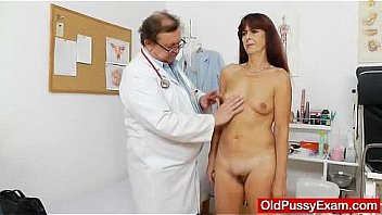 Bokep Granny gets her puss gaped during a gyno