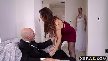 Bokep Mother of the bride fucks the groom right before the wedding