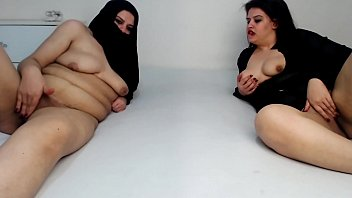 MUSLIM PREGNANT MOM AND DAUGHTER SQUIRTING AT THE SAME TIME