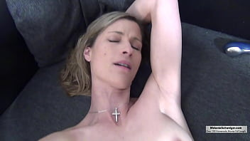 Single Mom looking for sex and partnership - she enjoys Spermshower by Sexdate!