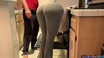 Bokep Silly stepmom pretends to get stuck in the oven to get sex