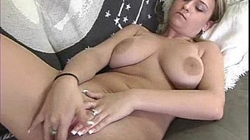 Nonton Bokep Hot and Big titty Carmella Crush making her pussy happy