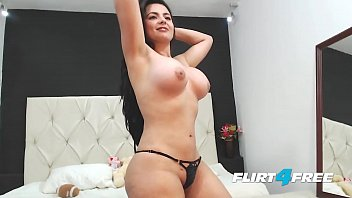 Sarah Harper Strips Down to Show Off Her Amazing Curvy Body