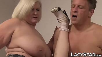 XXX Porn Young housekeeper dicked and licked
