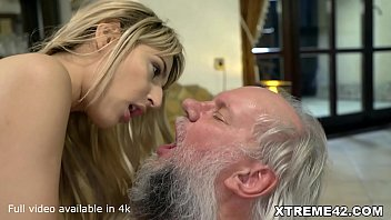 Payment Accepted in Sex - Old Mom Fucked