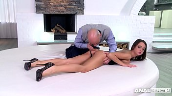 Bokep Anal Inspector Fingers, Fucks & Bangs That Tiny Ass Of Foxy Di