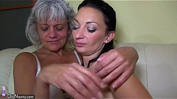 Bokep Grandma likes big long dildo on the couch OLDNANNY
