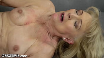 Cougar Controls Cock With Care During Awesome Cowgirl