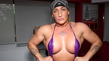 Milf muscular woman squirting lift and carry