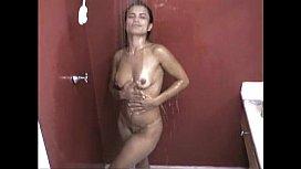 Marcia Imperator batendo siririca em xvideo porno