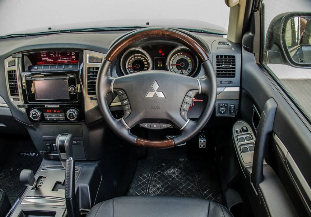 medium resolution of the mitsubishi pajero represents a more traditional take on the suv one that prioritises actual off road ability there are still enough buyers out there