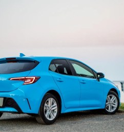 the new corolla hatch s rear aspect is dominated by the distinctive led tail light clusters note the sporty bumper and tailgate spoiler  [ 1600 x 900 Pixel ]