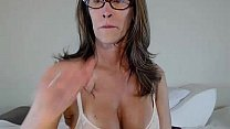 JessRyan Shows Off Her Hot MILF Body - Twerking