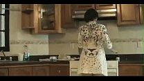 Kaunis aasialainen japanilainen äiti bangs hänen Young Son