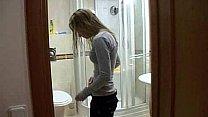 Hermano y hermana en la ducha - WWW.FAPLIX.COM