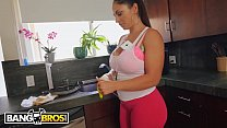Bokep BANGBROS - My Sexy Housekeeper Cleans My House Butt Naked