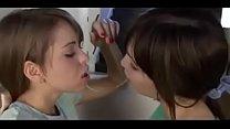 girl lesbi kiss 2